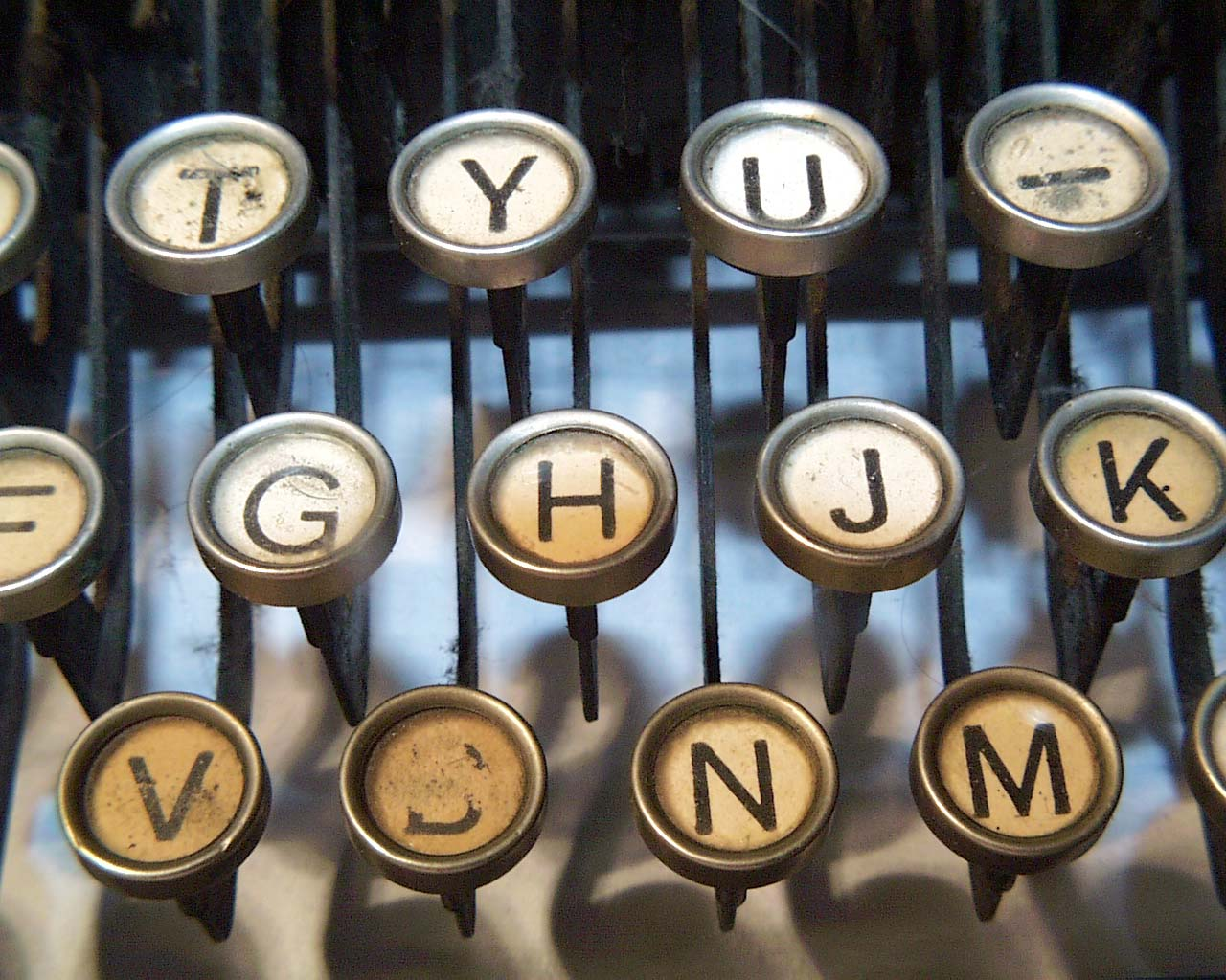 http://aurorameyer.files.wordpress.com/2010/08/typewriter.jpg