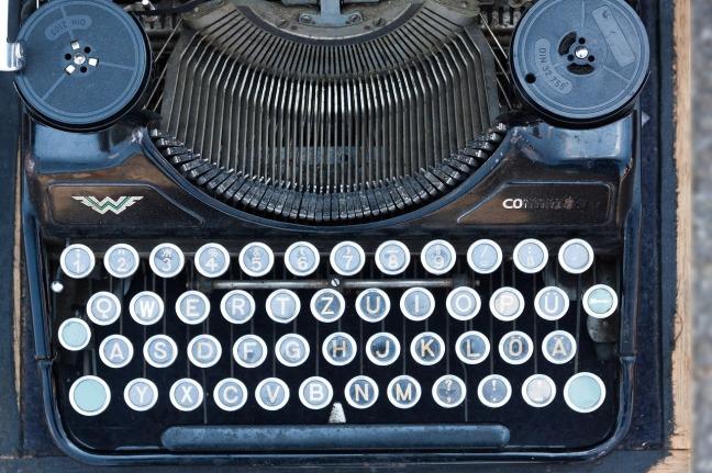 typewriter-795090_1280